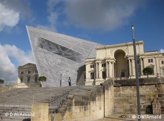 Militärhistorisches Museum Dresden mit Einbau von Daniel Libeskind Foto: DW