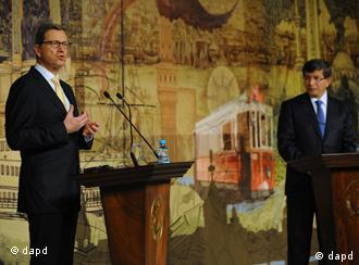 Almanya Dışişleri Bakanı Guido westerwelle ve Türkiye Dışişleri Bakanı Ahmet Davutoğlu (soldan sağa)