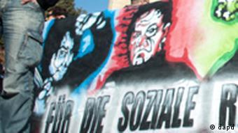 Надпись на плакате: Даешь мировую социальную революцию!