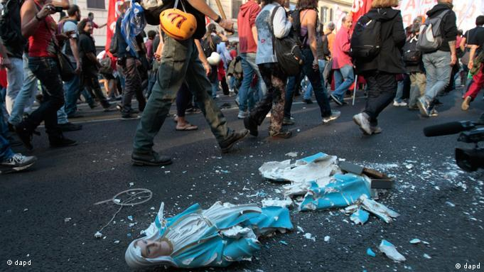 Gewalt überschattete die Demonstration in Rom (Foto: dapd)