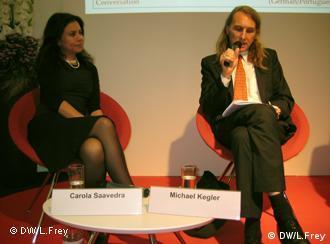 Carola Saavedra, Michael Kegler. Foto: Luisa Frey, Deutsche Welle