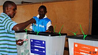 Para as eleições de 11.10, estavam inscritos cerca de 1,8 milhões de eleitores de um total de 4,1 milhões de habitantes