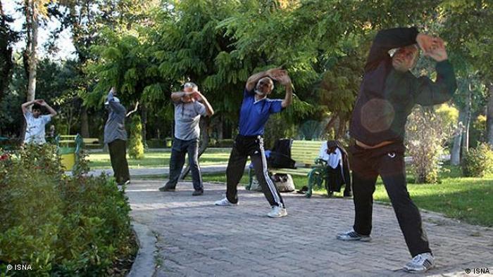 طبق گزارش مرکز آمار، ایرانیان برای فرهنگ، فراغت، تمرینهای ورزشی (شامل بازدید از رویدادها، مکانهای فرهنگی، تفریحی و ورزشی، سرگرمیها، شرکت در ورزشها) ۴ ساعت و ٢٧ دقیقه وقت صرف کردهاند.