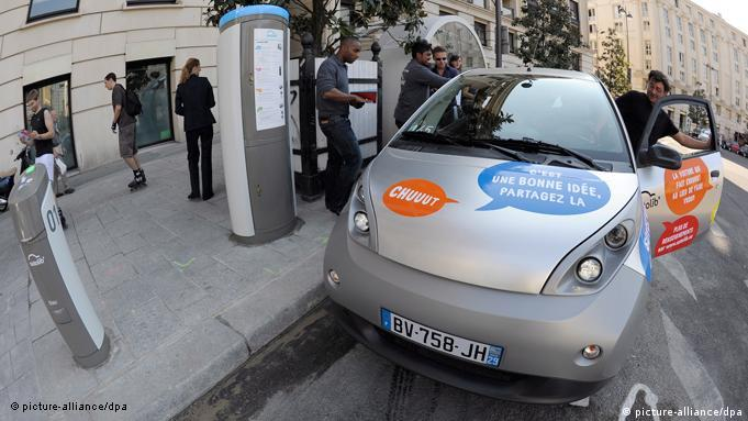 Autolib' Bluecar and charging station in Paris
