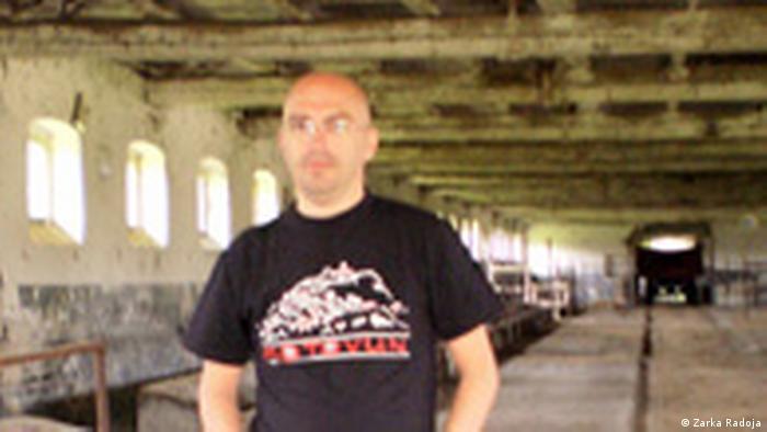 Zoran Šangut u staji u kojoj je bio zatočen kao logoraš.