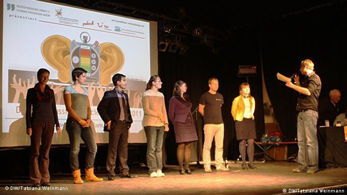 Все участники научного слэма на сцене