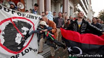 London Jubel über Gaddafis Tod