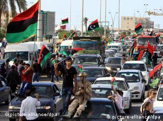 Ливийские повстанцы в освобожденном городе Сирте