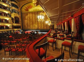 تالار بزرگ مسکو، گنجایش ۱۷۵۰ تماشاگر را دارد.