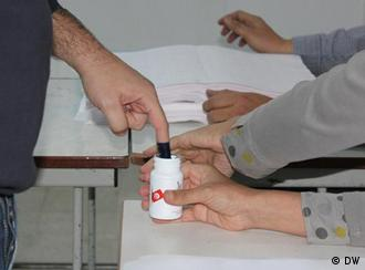 voters getting ink on their fingers