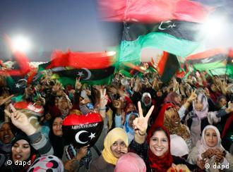 Libysche Frauen feiern am 23. Oktober 2011 in Benghazi die Befreiung Libyens (Foto: AP)