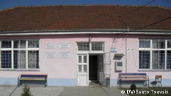Die zweisprachige Grundschule im Dorf Preljubiste Mazedonien