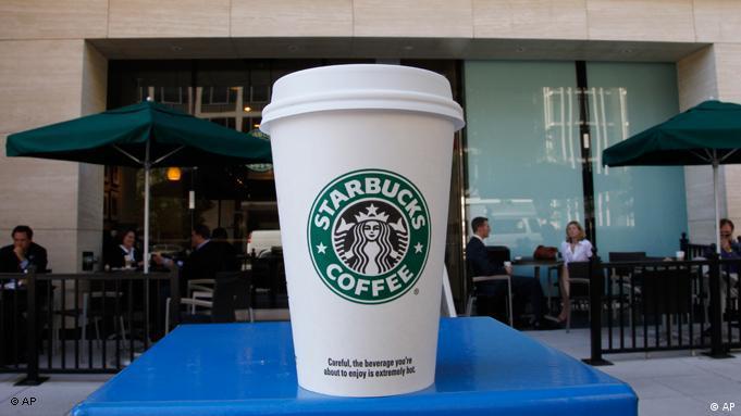 Μπορεί η Starbucks να εξυπηρετεί την φιλοσοφία coffee to go αλλά δημιουργεί και πολλά σκουπίδια.