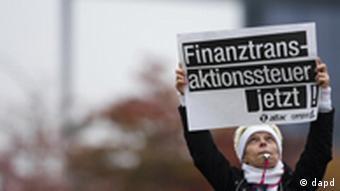 Плакат с требованием ввести налог на финансовые операции