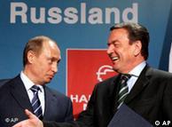 Герхард Шрёдер и Владимир Путин обсуждают планы германо-российского экономического сотрудничества