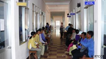 Patienten warten in einem langen Flur(Foto: Vietnam Research and Training Center for Community Development (RTCCD)