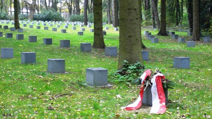 Groby polskich i rosyjskich robotników przymusowych na cmentarzu Św. Jadwigi (St-Hedwig-Friedhof) w berlińskiej dzielnicy Lichtenberg