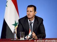 بشار اسد، رئیس جمهور سوریه علیرغم توافق با اتحادیه عرب به سیاست برخورد خشونت آمیز نسبت به مخالفان ادامه میدهد
