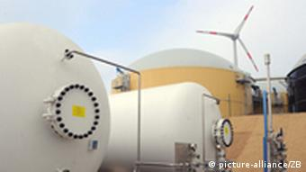A hybrid power plant stores hydrogen from wind power in these tanks
