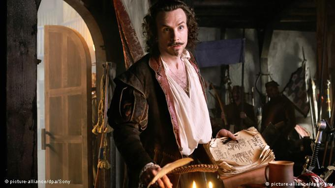 Rafe Spall kao William Shakespeare u sceni iz filma Anonymus