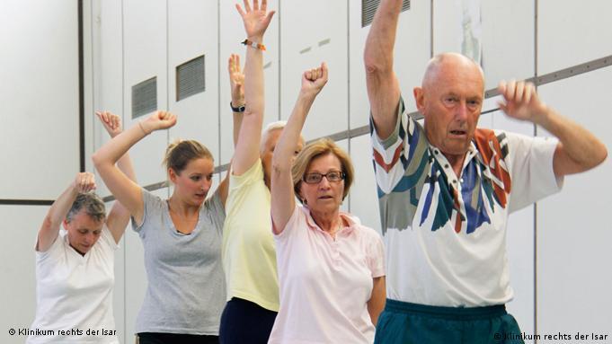 Krebspatienten am Turngerät (Foto: Klinikum rechts der Isar, TU München)