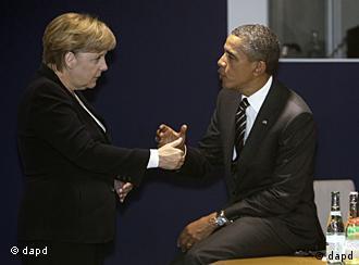 ترقب غربي لانتهاء ازمة اليورو . الرئيس الأمريكي باراك أوباما والمستشارة الألمانية انغيلا ميركل في كان الفرنسية