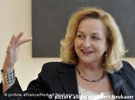 Έκκληση για δραστηριοποίηση απευθύνει στους Έλληνες πολιτικούς η υπουργός Οικονομικών της Αυστρίας.