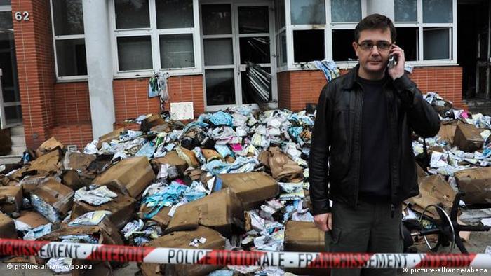 Frankreich Presse Brandanschag gegen Charlie Hebdo in Paris (picture-alliance/abaca)
