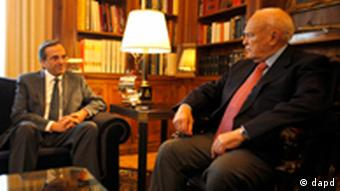 Antonis Samaras, left, speaks with Greek President Karolos Papoulias