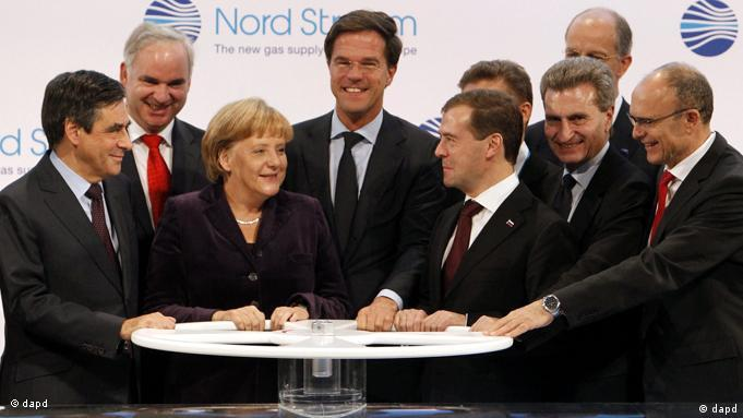 Angela Merkel surrounded by world leaders (dapd)