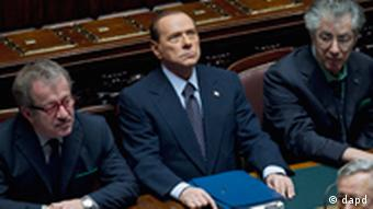 Silvio Berlusconi, center, flanked by Roberto Maroni, left, and Umberto Bossi attends a voting session at the Lower Chamber, in Rome, Tuesday, Nov. 8, 2011. (Foto:Andrew Medichini/AP/dapd)