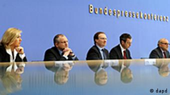 The members of the German Council of Economic Experts (dapd)