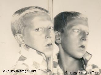 Die andere Seite des Mondes Claude Cahun, Selfportrait (reflected in mirror), ca. 1928, Fotografie, 18 x 24 cm, Jersey Heritage Collections, © Jersey Heritage Trust Foto: © Jersey Heritage Trust © Kunstsammlung NRW