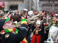 Disfraces, música y fiesta en Colonia.