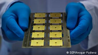 Several tiny solar cells on larger copper plates Copryight: DZP, Ansgar Pudenz