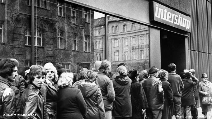 Kolejka przed Intershopem (kwiecień 1979)