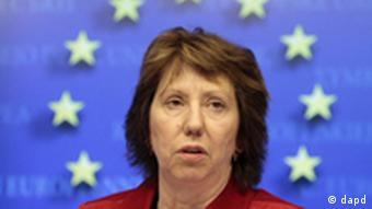 EU foreign policy chief Catherine Ashton addresses the media after an EU foreign ministers meeting at the European Council building in Brussels, Monday, Nov. 14, 2011. European Union foreign ministers decided Monday to impose additional sanctions on 18 Syrian people and organizations in response to the continuing killings of protesters by the regime of President Bashar Assad. (Foto:Yves Logghe/AP/dapd)