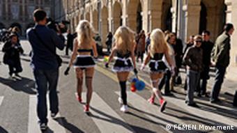 Перед протестом Femen проти Строс-Кана в Парижі