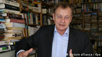 Der Berliner Rechtsextremismus-Forscher Hajo Funke Foto: dpa