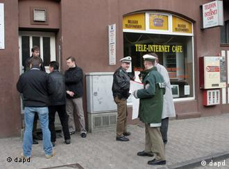 Police in front of an internet cafe in Kassel, 2006