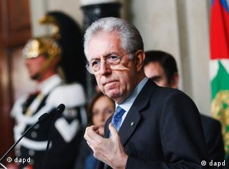 Mario Monti addresses the media at the Quirinale Presidential Palace in Rome, Wednesday, Nov. 16, 2011. Economist Mario Monti on Wednesday announced he has formed a new Italian government, opting for technocrats instead of bickering politicians for his Cabinet to help heal tensions in the nation as it struggles to avoid financial disaster. Monti told reporters at the presidential palace that for the time being he will serve as economy minister as well as premier, as he seeks to implement what he has called sacrifices in the country to heal its finances and set the economy growing again. (Foto:Pier Paolo Cito/AP/dapd)