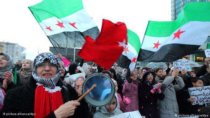 از فوریه ۲۰۱۱ تا کنون، ۱۶ بلاگر بهخاطر نوشتن درباره اعتراضات مردمی در سوریه دستگیر شدهاند