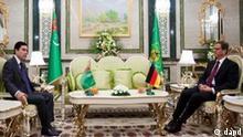 Aussenminister Guido Westerwelle (FDP, r.) sitzt am Donnerstag (17.11.2011) in Aschgabat in Turkmenistan bei einem Gespraech mit dem turkmenischen Staatspraesidenten Gurbanguli Berdymuchamedow. Westerwelle haelt sich zu einem zweitaegigen Besuch in dem zentralasiatischen Land auf. Foto: Michael Kappeler/Pool/dapd