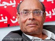 الدكتور منصف المرزوقي طبيب وناشط حقوقي ومفكر وكاتب سياسي وأول رئيس منتخب  ديمقراطيا في تونس
