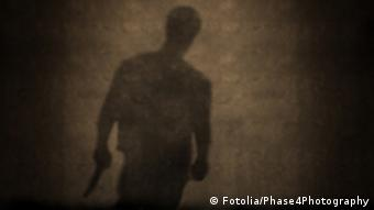 Shadow of a man with a knife in a dark grungy room (Photo:DW)