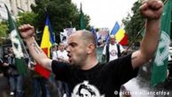 Mitglied der rumänischen rechtsextremistischen Partei Noua Dreapta (Foto: EPA)