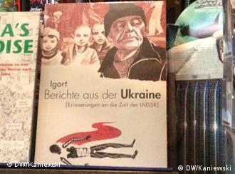 Українські зошити на вітрині книгарні у Бонні