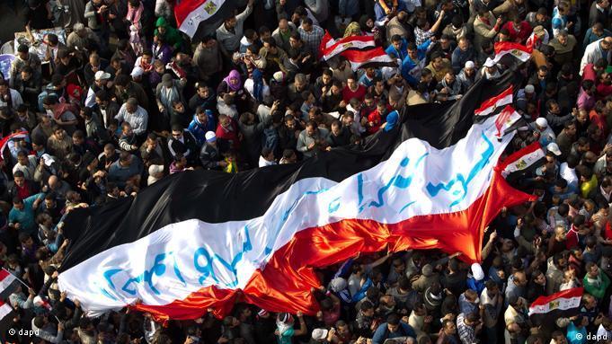 وائل غنیم: در خیابان مردم از من میپرسند مصر به کجا میرود؟ آنها با تاسف میگویند انقلاب دزدیده شد