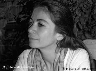 Carmen Boullosa, autora de ''Son vacas, somos puercos'', modera debate con escritores alemanes en la FIL.