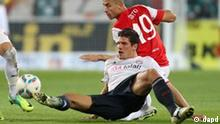 Mainz's Elkin Soto, right, and Munich's Mario Gomez challenge for the ball during the German first division Bundesliga soccer match between FSV Mainz 05 and Bayern Munich in Mainz, Germany, Sunday, Nov. 27, 2011. (Foto:Michael Probst/AP/dapd) ** NO MOBILE USE UNTIL 2 HOURS AFTER THE MATCH, WEBSITE USERS ARE OBLIGED TO COMPLY WITH DFL-RESTRICTIONS, SEE INSTRUCTIONS FOR DETAILS **